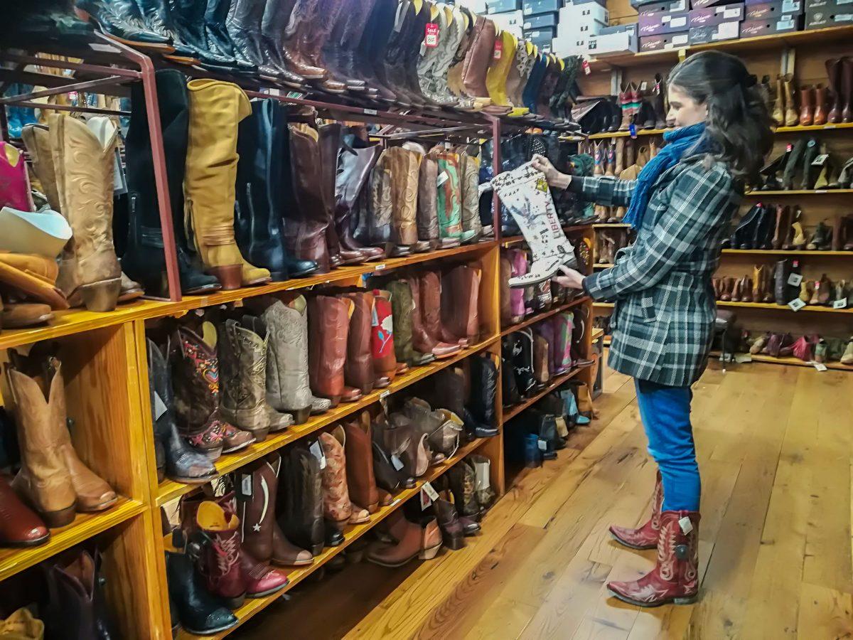 Alles Boots, Austin